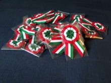 Cockade in cellophane, color: hungarian nation, diameter of head: 45mm, 1 box: 10pc, unitprice: 42,9 Ft/piece*